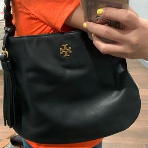 Tory Burch black purse. Excellent condition, used.